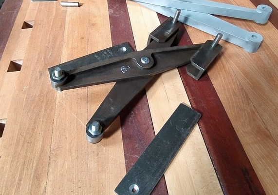 Réalisations d'un criss cross sur-mesure effet vieilli par vasavoir kikela pour thomas longuefosse